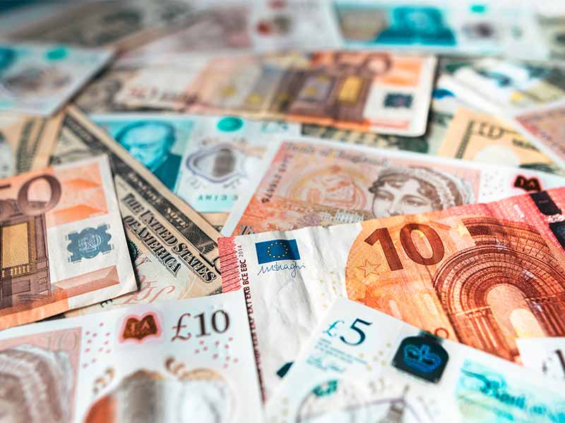 different currencies banknotes