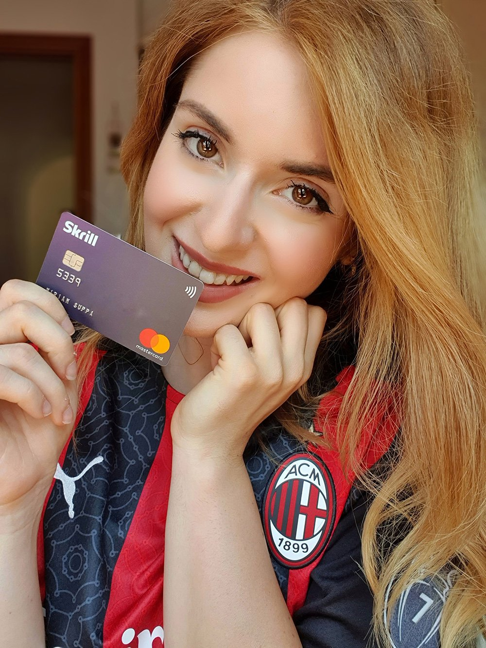 Miriam Suppa holds her Skrill Card, which she used to pay for her kit.