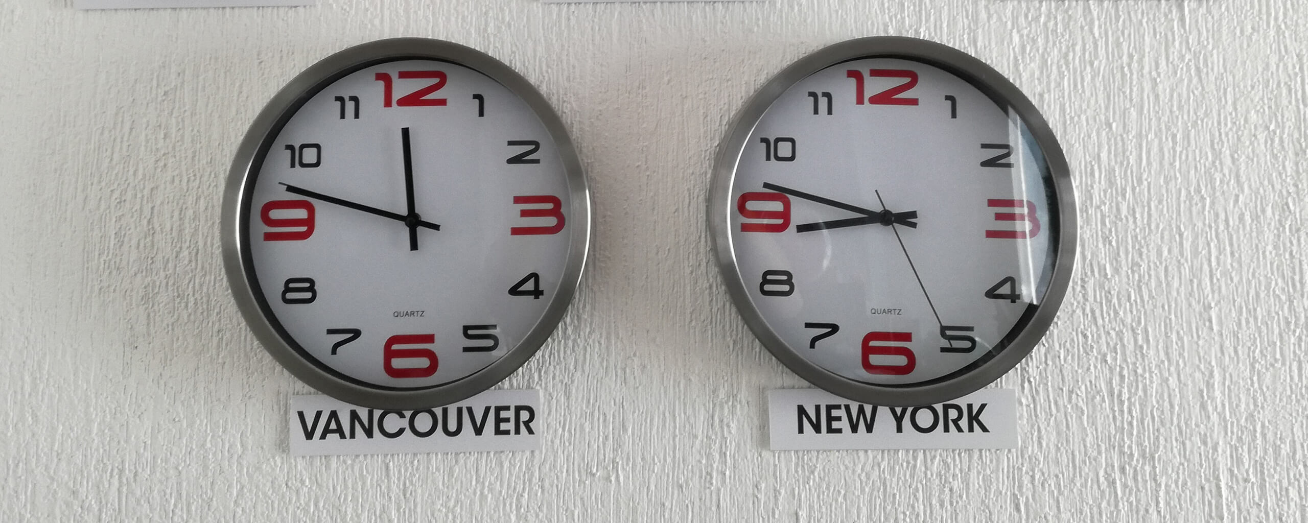 Clocks showing 2 different time zones