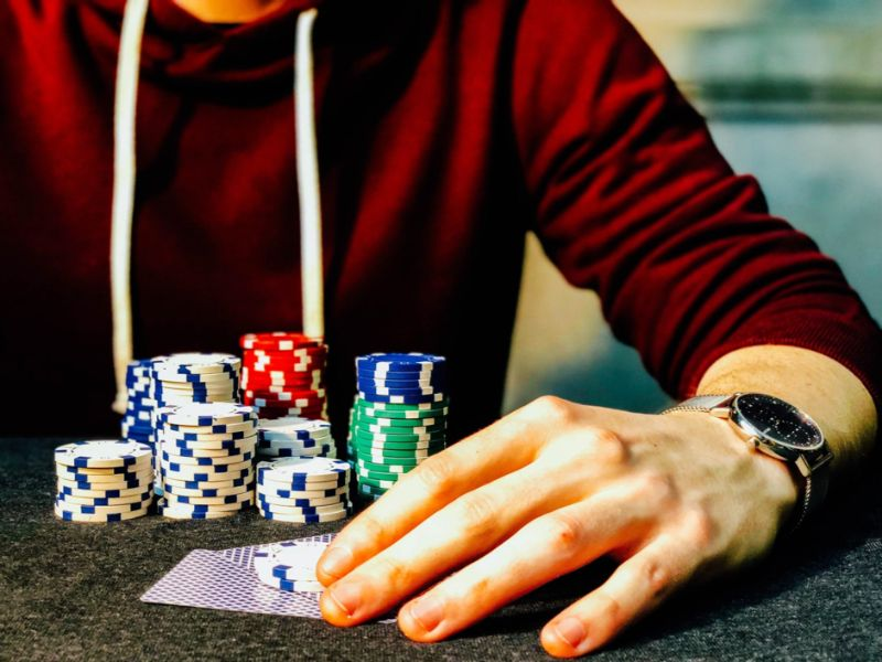 5 ways to use self-isolation to improve your poker game | Skrill